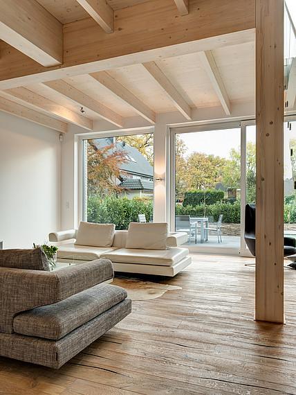 Villa mit Glasfassade Wohnbereich