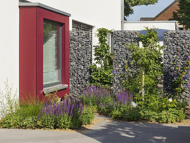 Fertighaus mit Einliegerwohnung: Vorgarten