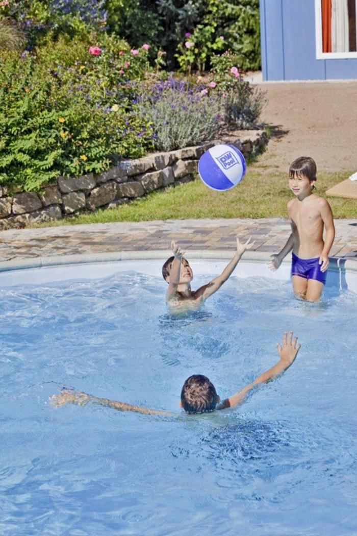Swimmingpool mit Kindern