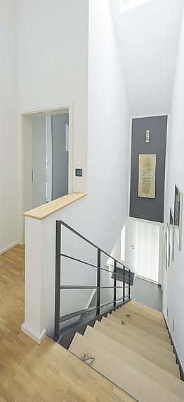 Flur mit platzsparender Treppe