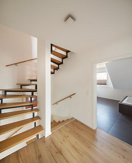 Doppelhaus: Blick auf Treppe