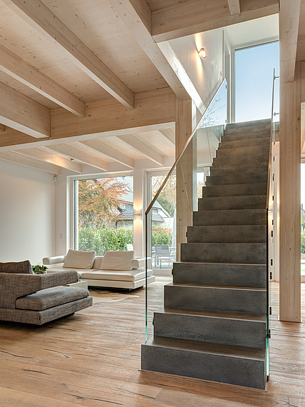 Villa mit Glasfassade Treppe