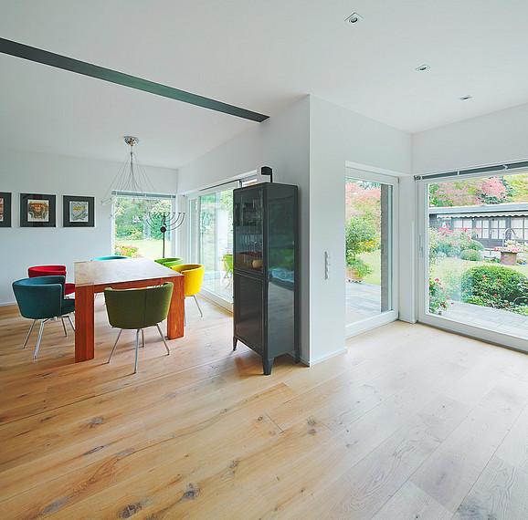 Modern gestalteter Essbereich