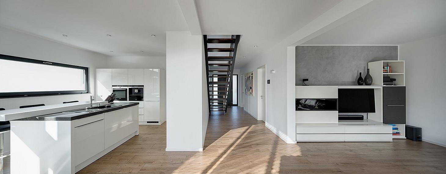 lichtdurchflutetes einfamilienhaus mit behaglichem loft charakter petershaus. Black Bedroom Furniture Sets. Home Design Ideas