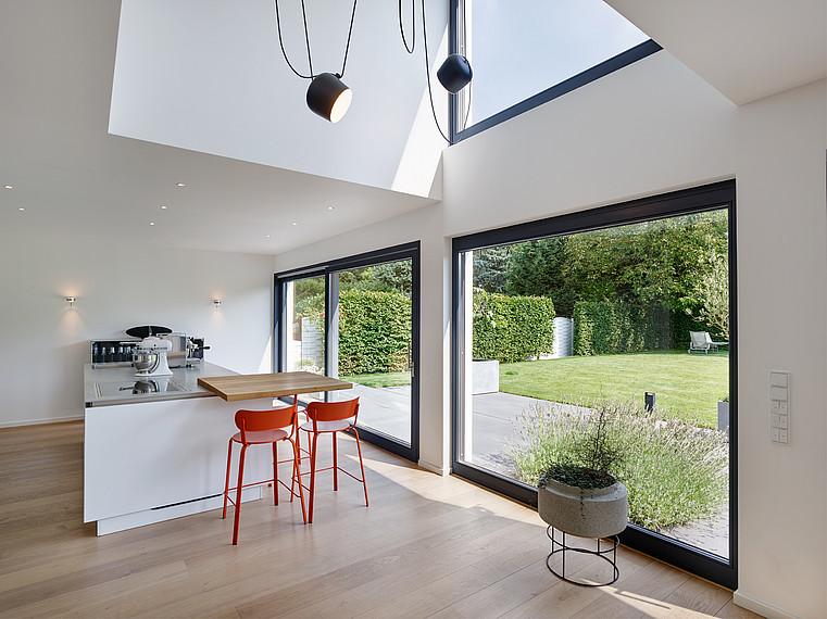 Fertighaus Bauhausstil Wohn- und Essbereich