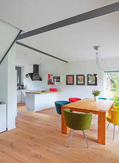 Essbereich und offene Wohnküche