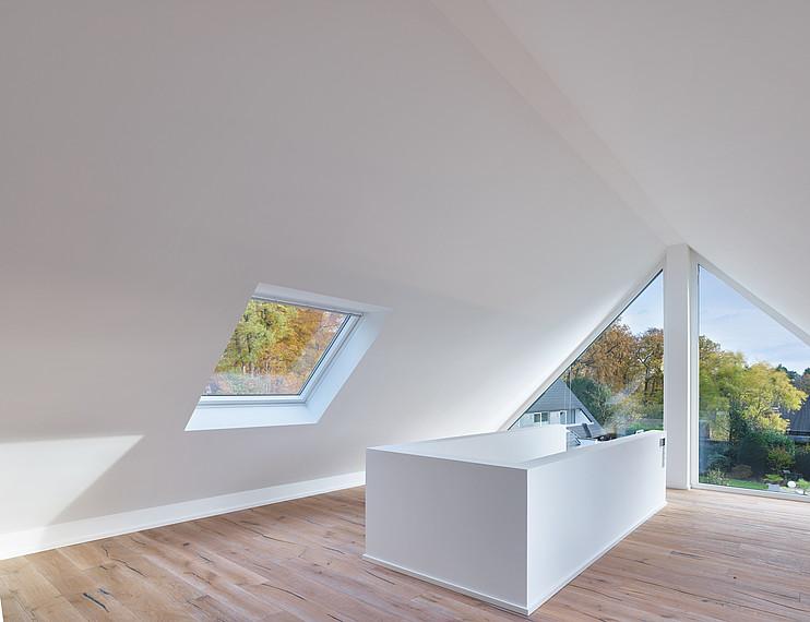 Villa mit Glasfassade Obergeschoss