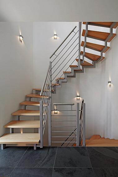 Raumspartreppe aus Holz und Metall