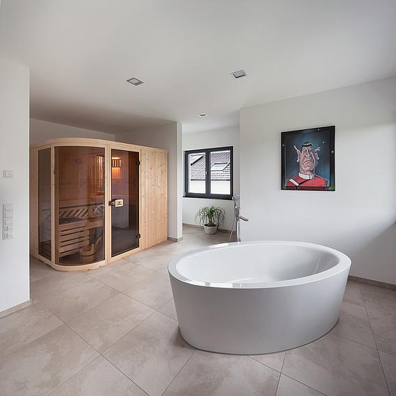 Luxuriöses Bad einer Stadtvilla