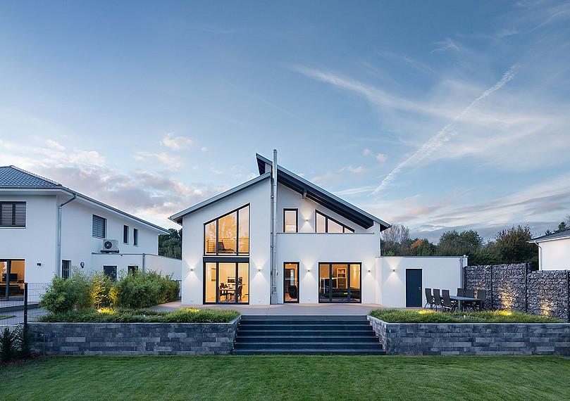 Gartenansicht Einfamilienhaus mit Loft-Charakter
