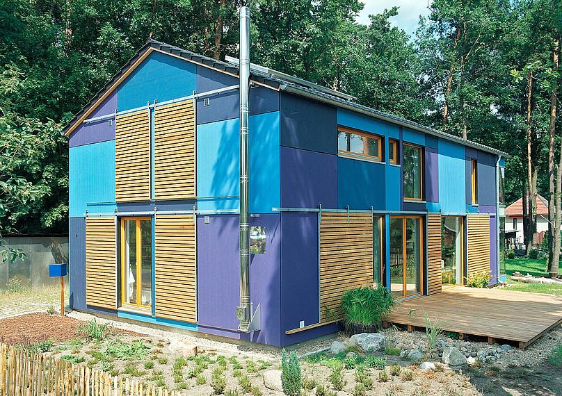 Einzigartiges, kreatives blaues Einfamilienhaus