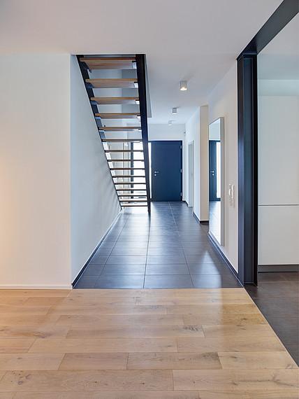 Modernes Einfamilenhaus Treppenaufgang