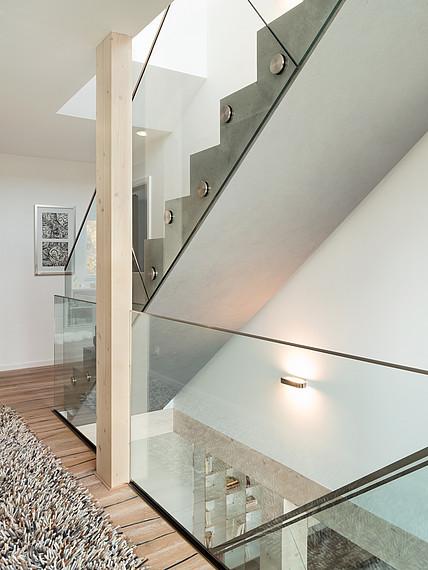 Villa mit Glasfassade Treppenaufgang