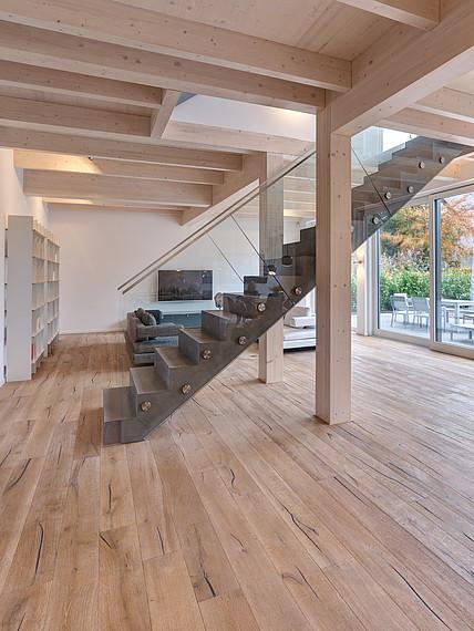 Villa mit Glasfassade großzügiger Innenbereich