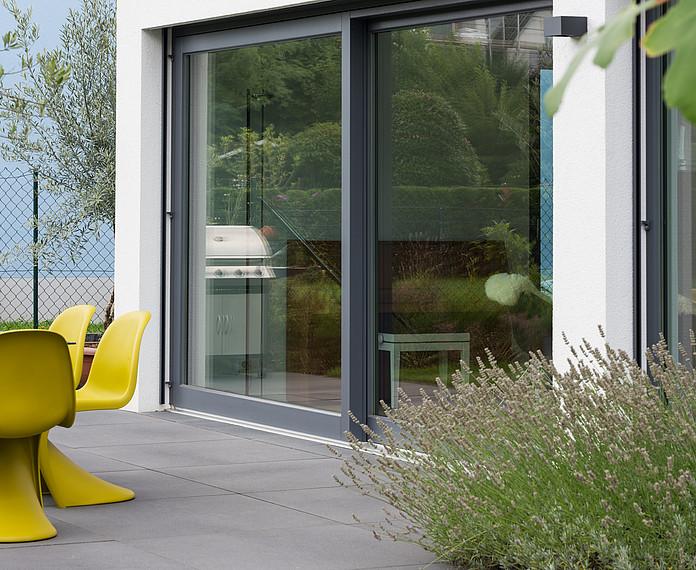 Fertighaus Bauhausstil Terrasse