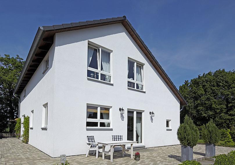 Außenansicht Einfamilienhaus mit Satteldach