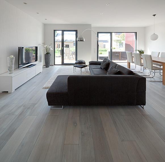Großzügiger Wohnbereich von einem Zweifamilienhaus