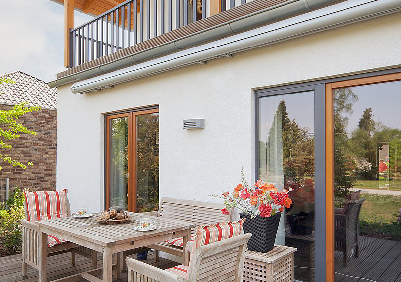 Rückansicht des Hauses mit Terrasse