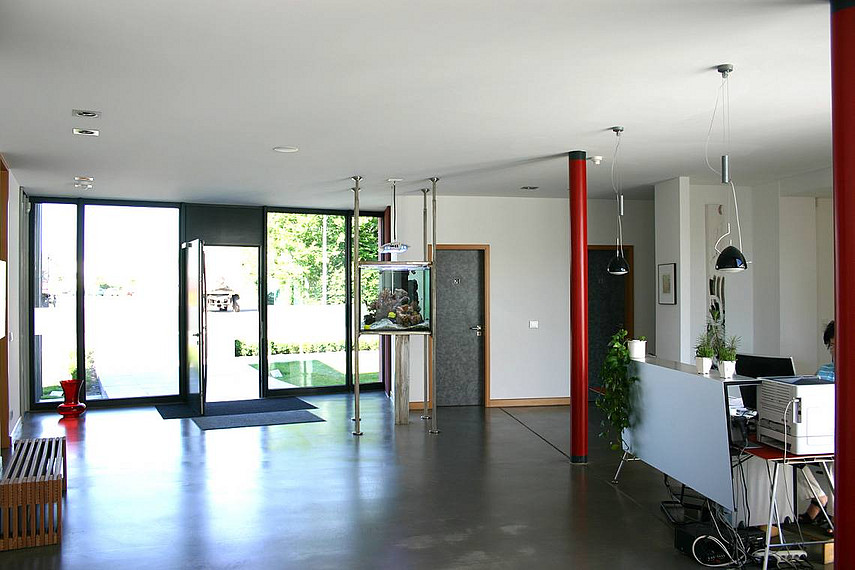 uni ger te weeze b rogeb ude mit angegliederter produktionshalle petershaus. Black Bedroom Furniture Sets. Home Design Ideas