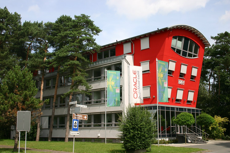 Hauskonzept stadtvilla cube petershaus for Haus bauen katalog